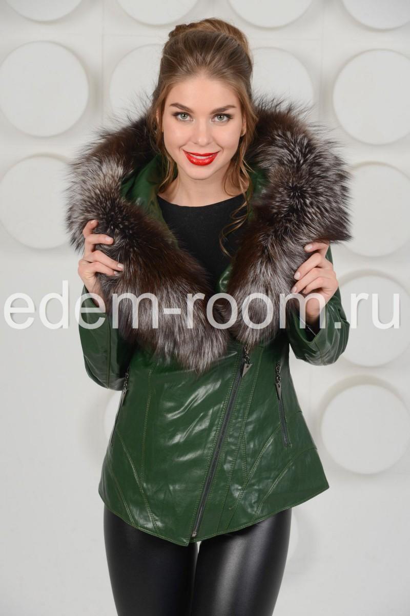 Куртка из экокожи с меховым капюшоном