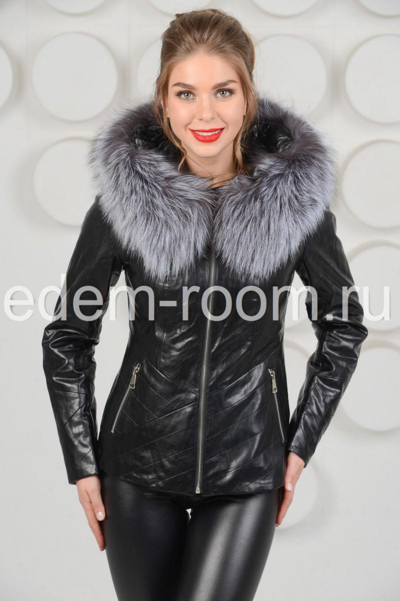 Чёрная  куртка с меховым капюшоном