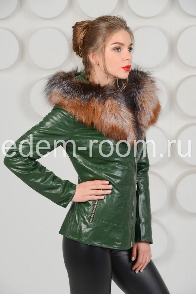 Зелёная куртка из экокожи с мехом