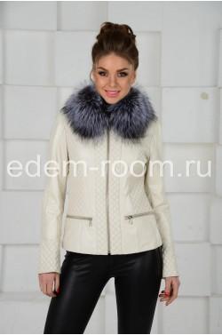 Весенняя белая куртка с мехом