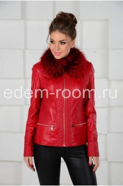 Яркая куртка с мехом
