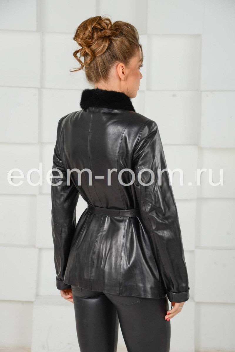 Чёрная куртка с поясом
