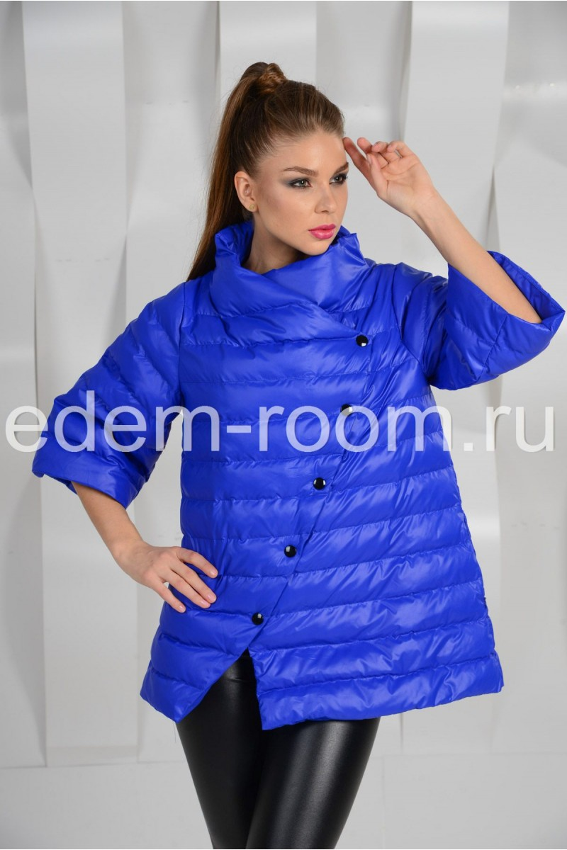 Синяя куртка на кнопках