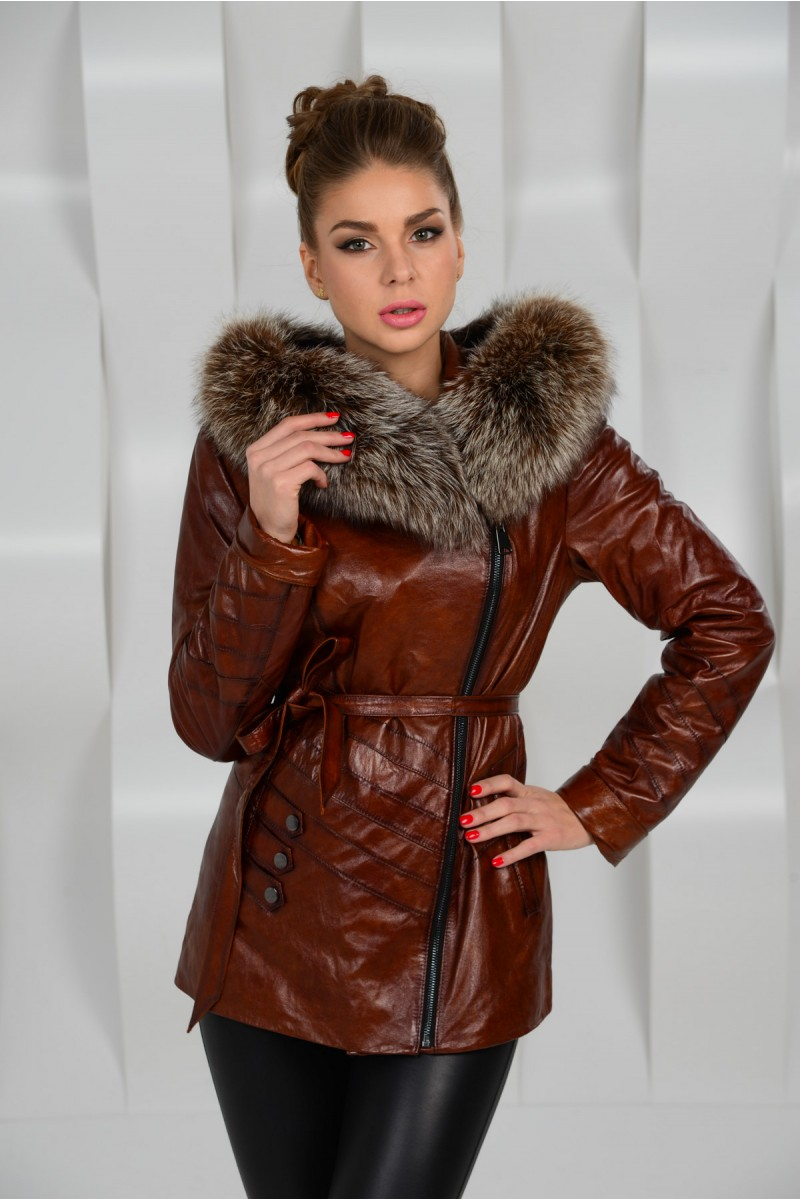 Удлинённая коричневая куртка с мехом