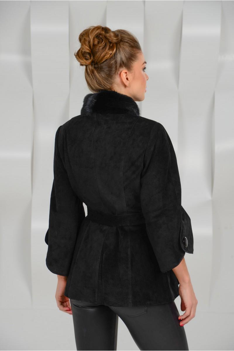 Красивая куртка из замшевой кожи