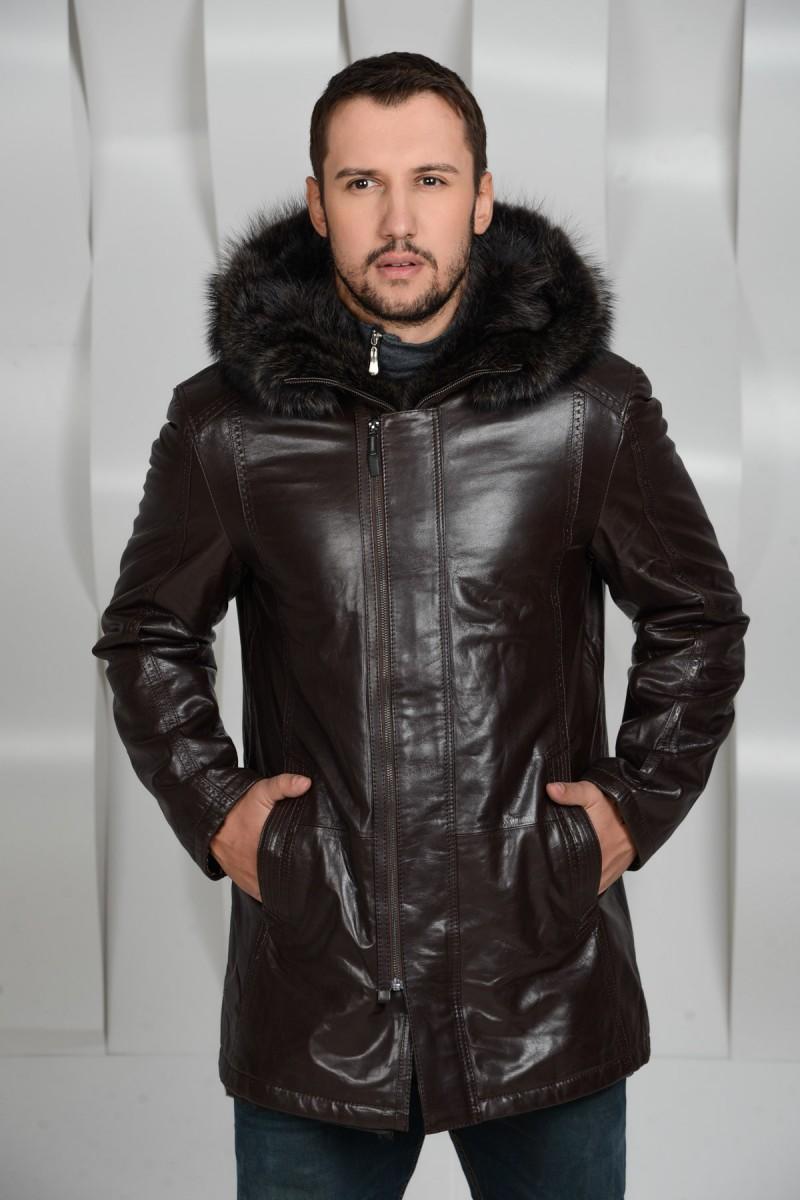 Удобная куртка-дубленка с капюшоном из енота