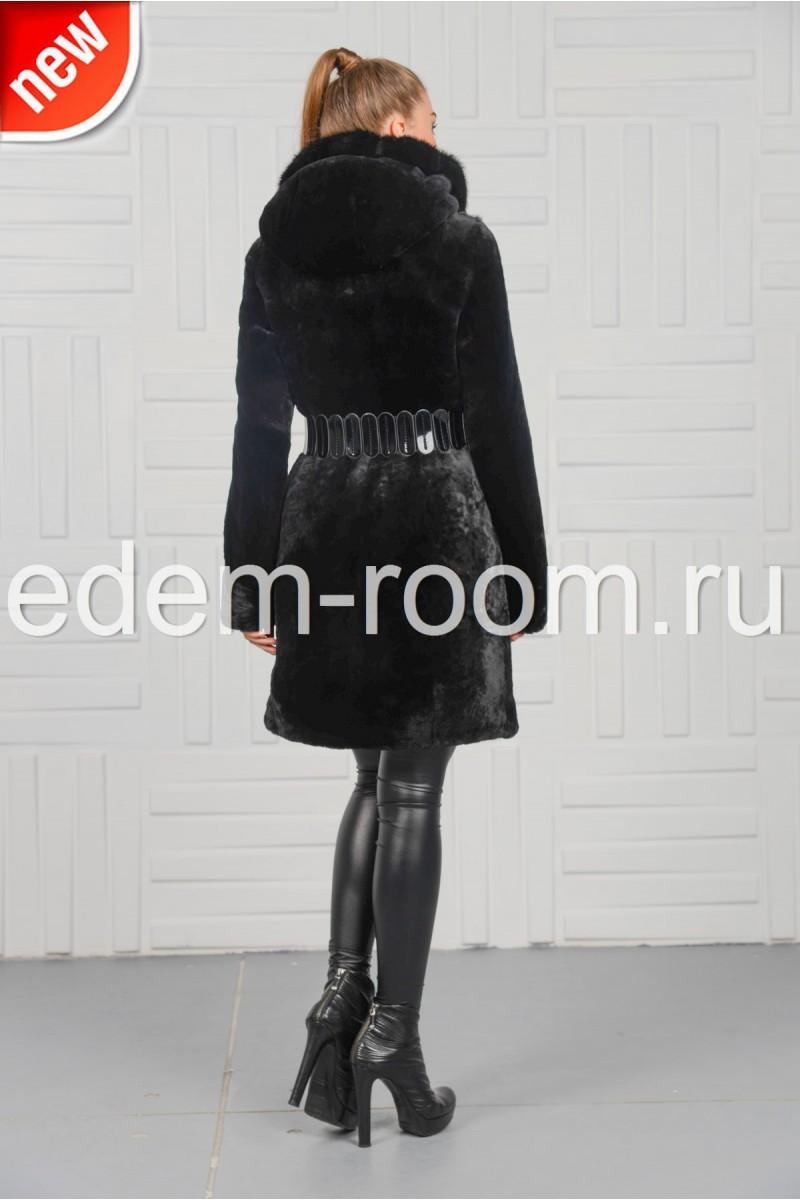 Чёрная дешевая шуба из мутона с капюшоном