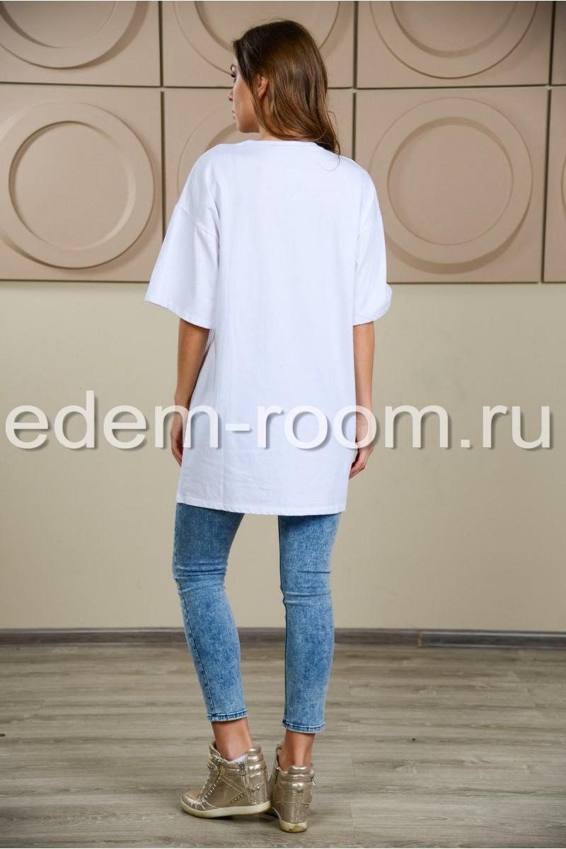 Удлинённая белая футболка