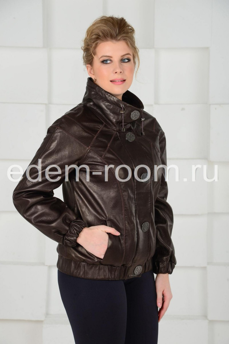 Коричневая куртка - бомбер