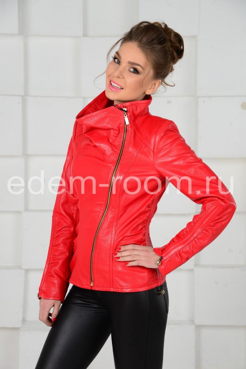 Красная куртка для весны