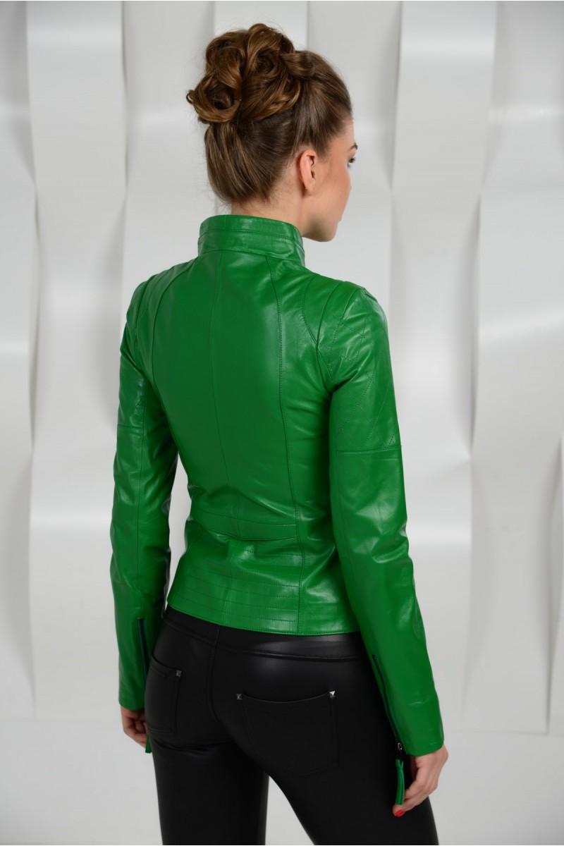 Весенняя кожаная куртка женская