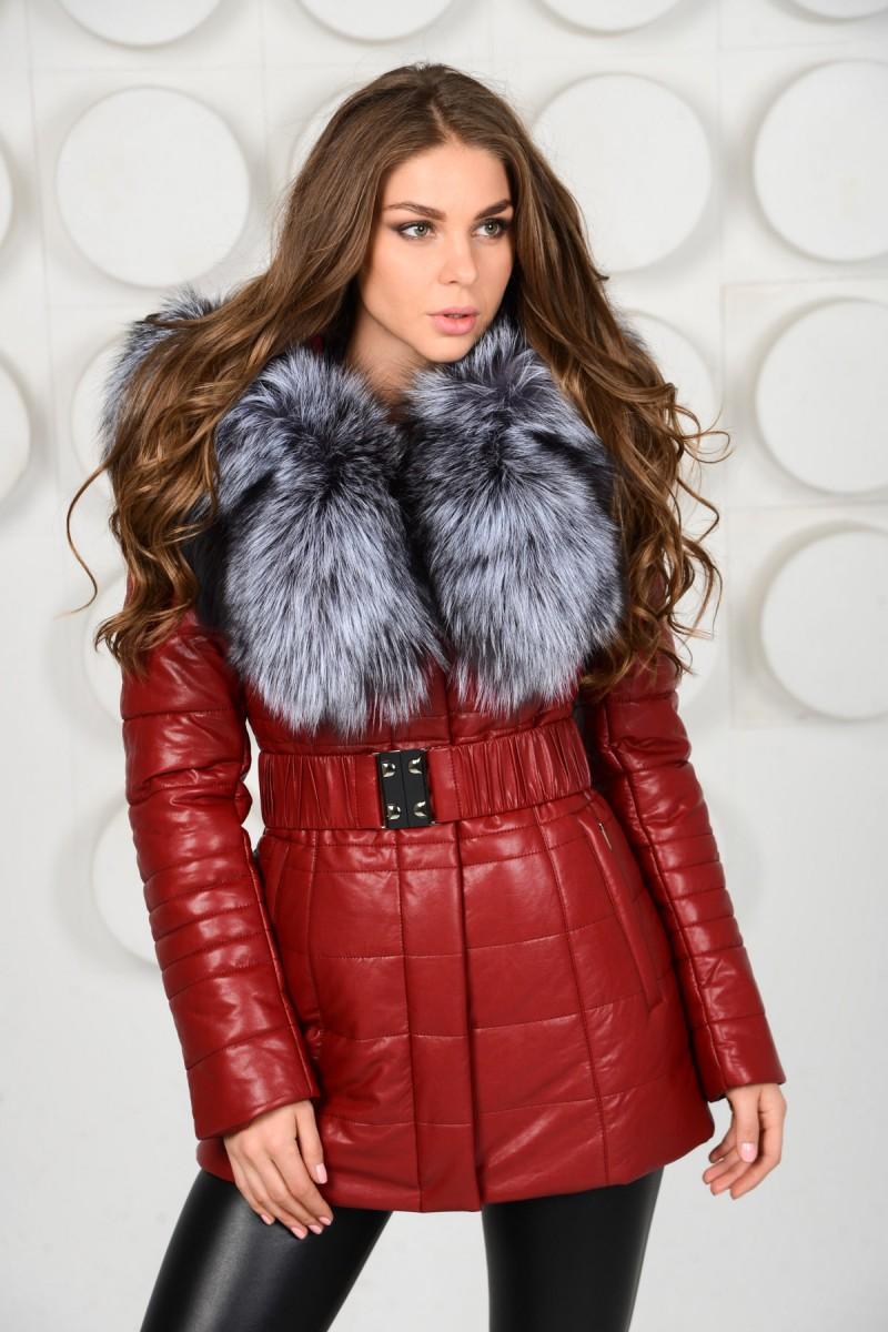 Красная куртка из экокожи