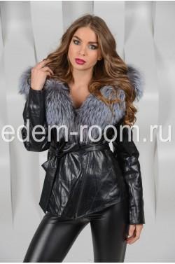 Куртка с меховым капюшоном