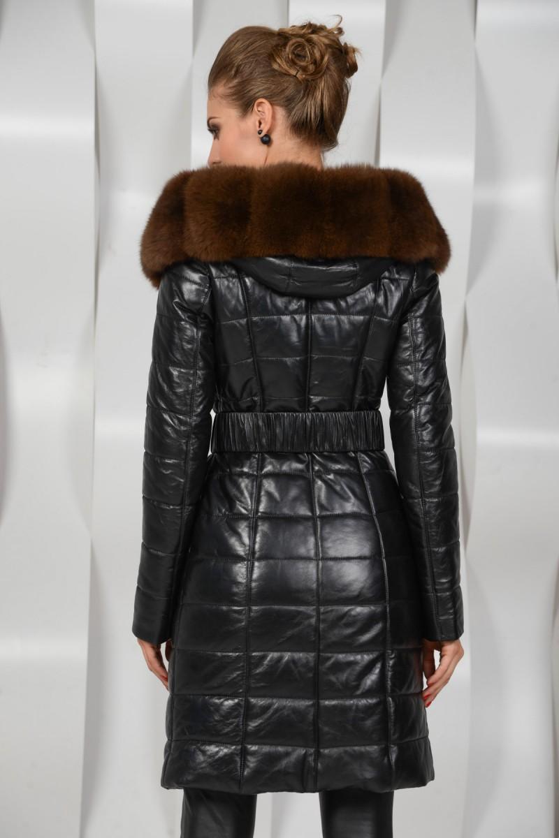 Красивое зимнее пальто с мехом песца