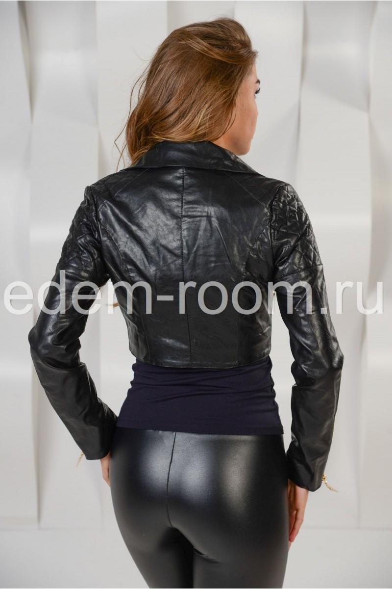 Короткая чёрная куртка из эко-кожи