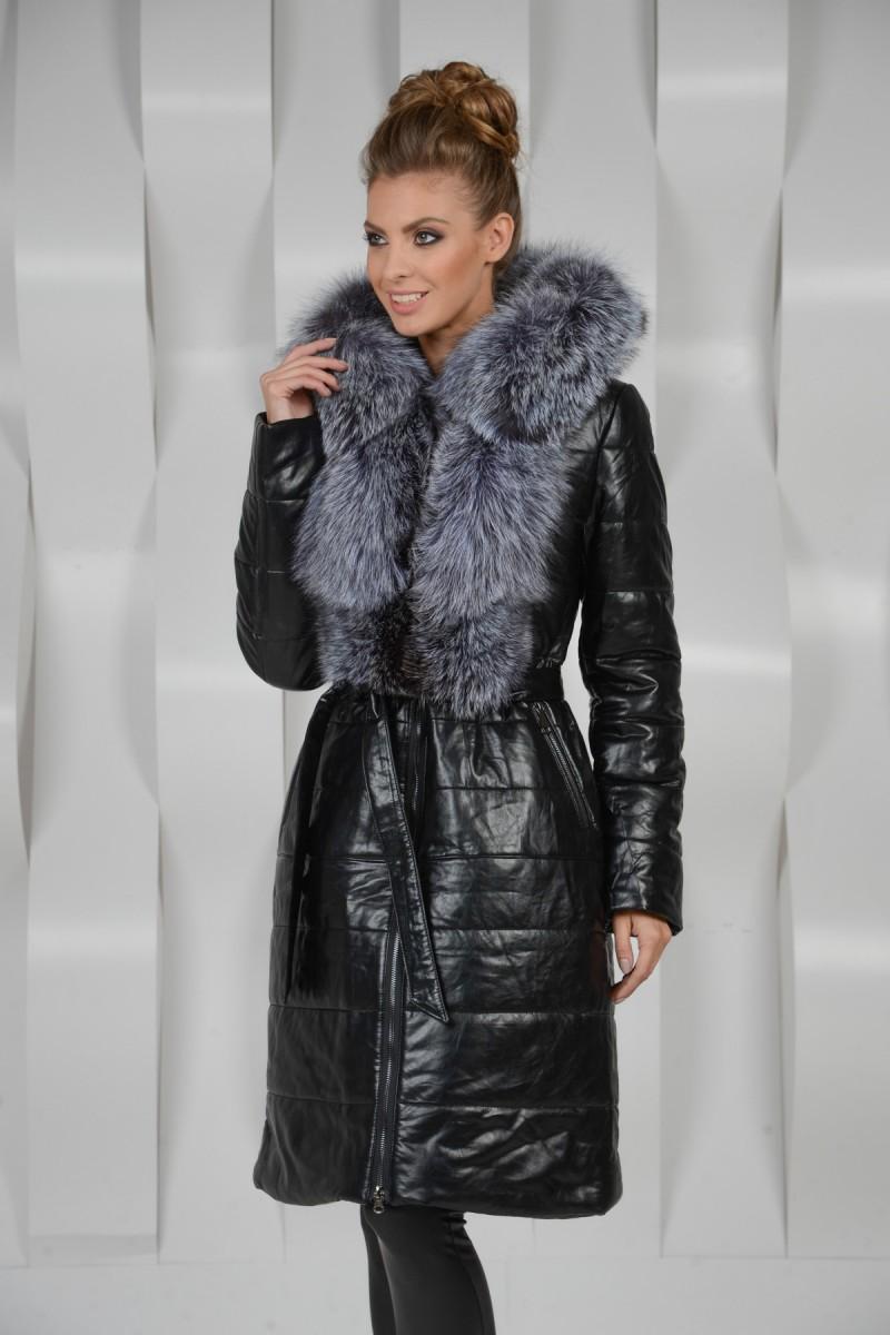 Пальто украшенное мехом чернобурки