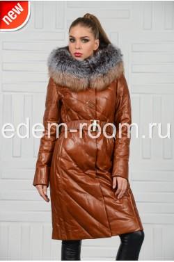 Удлинённый коричневый пуховик