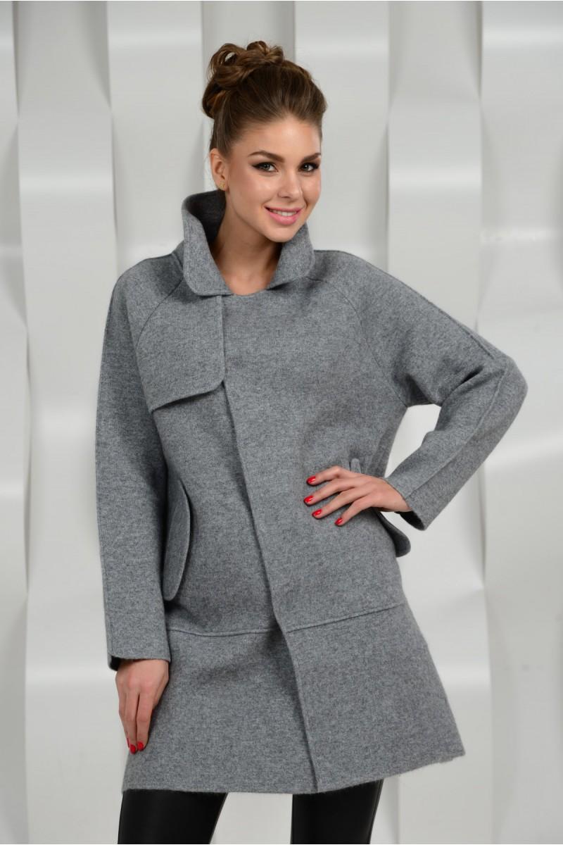 Серое стильное  пальто