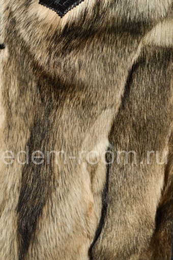 Модная кожаная куртка с подкладкой из меха волка