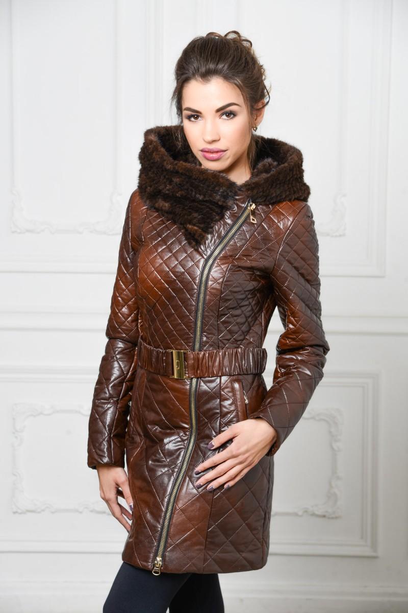 Коричневое пальто с капюшоном из норки