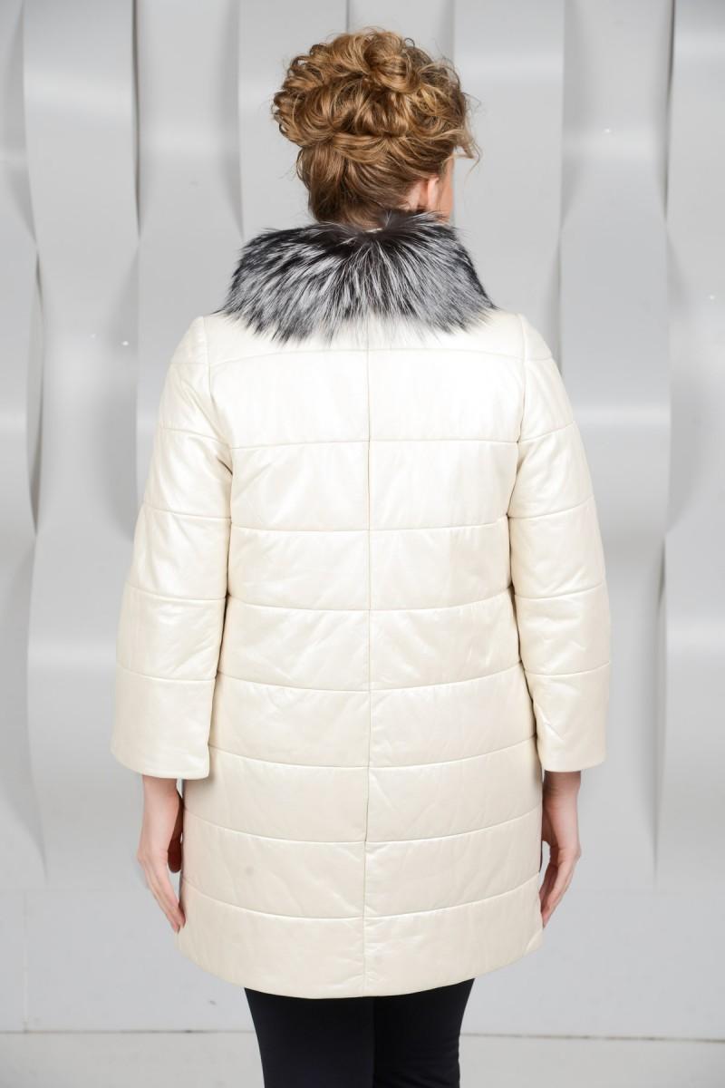 Светлая кожаная куртка на синтепоне