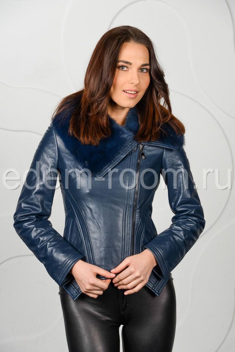 Синяя кожаная куртка на межсезонье