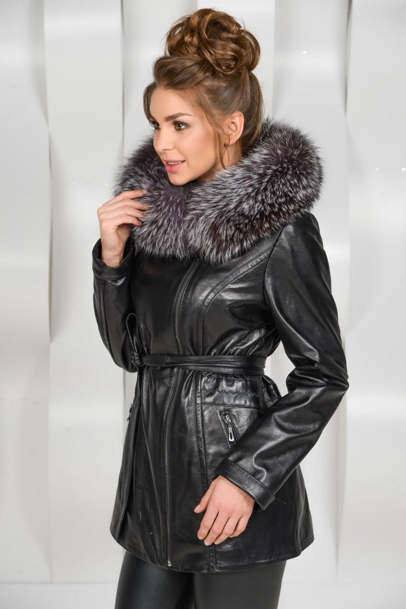 Кожаная куртка на прохладную погоду