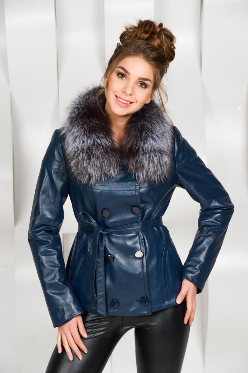 Синяя кожаная куртка с мехом