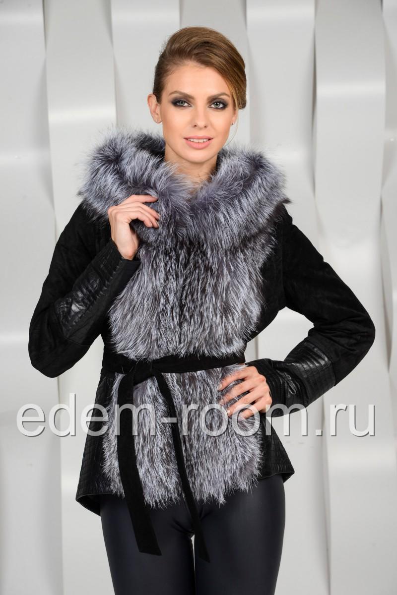 Замшевая куртка с меховым капюшоном