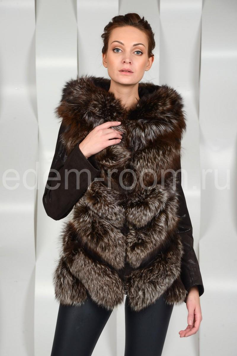 Осенняя куртка отороченная мехом чернобурки