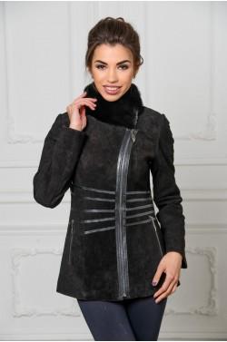 Замшевая куртка на прохладную погоду