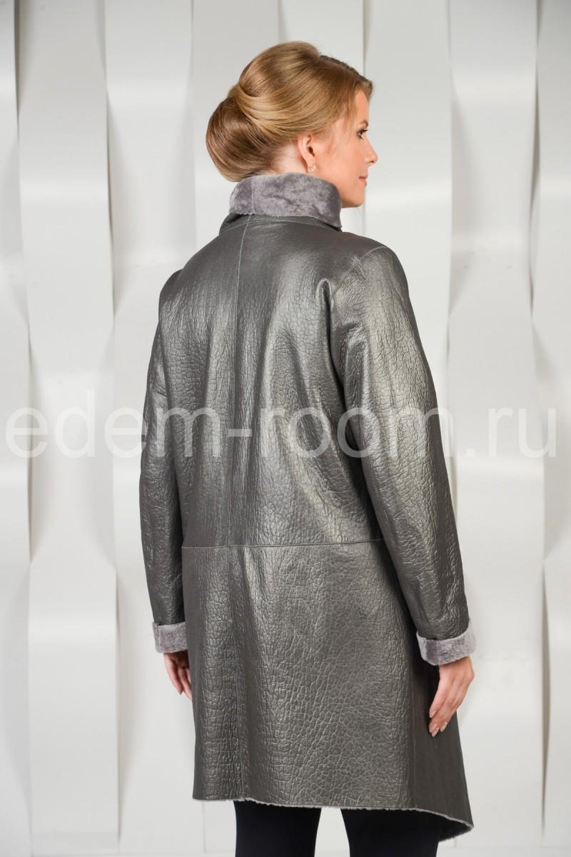 Стильное пальто из меха кёрли