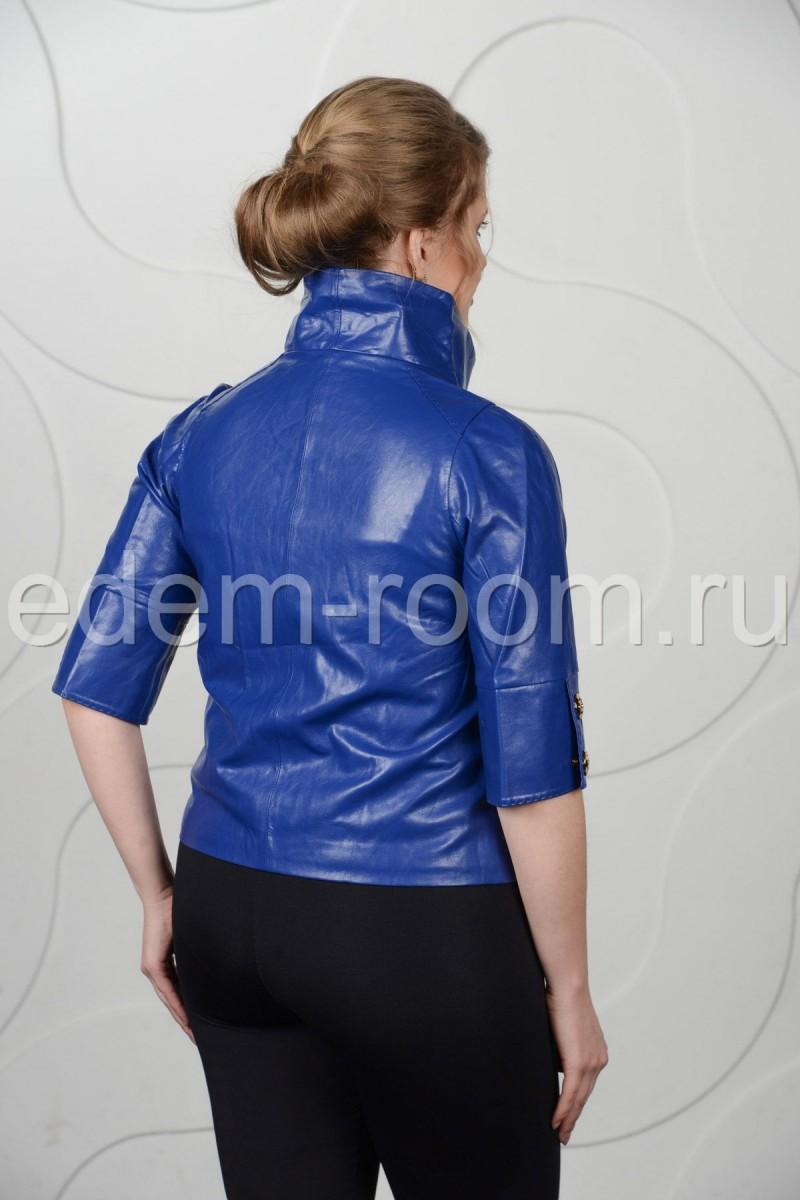 Яркая куртка из искусственной кожи