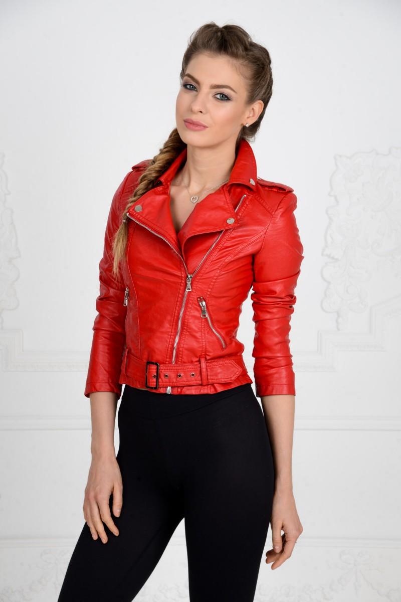 Красная куртка косуха