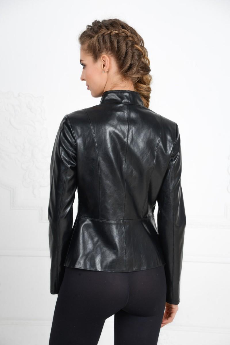Чёрная куртка на пуговицах