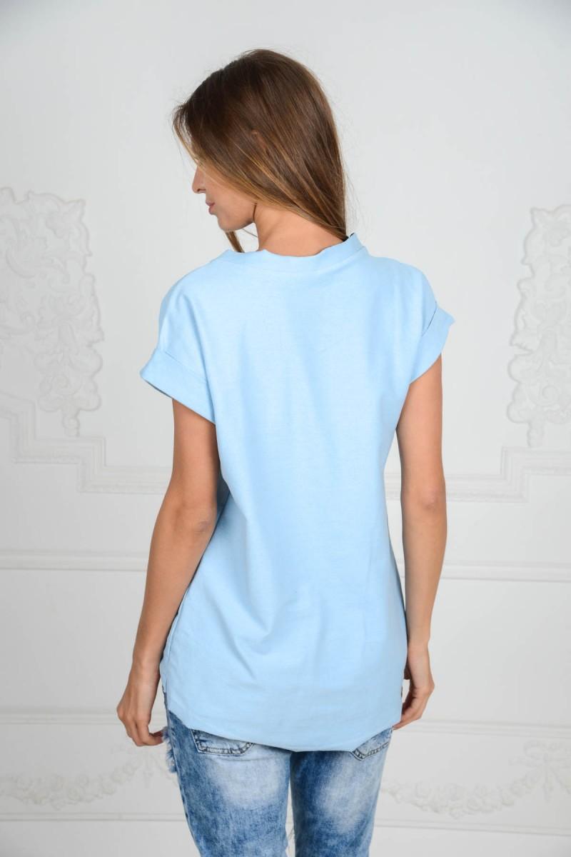 Голубая футболка с аппликацией