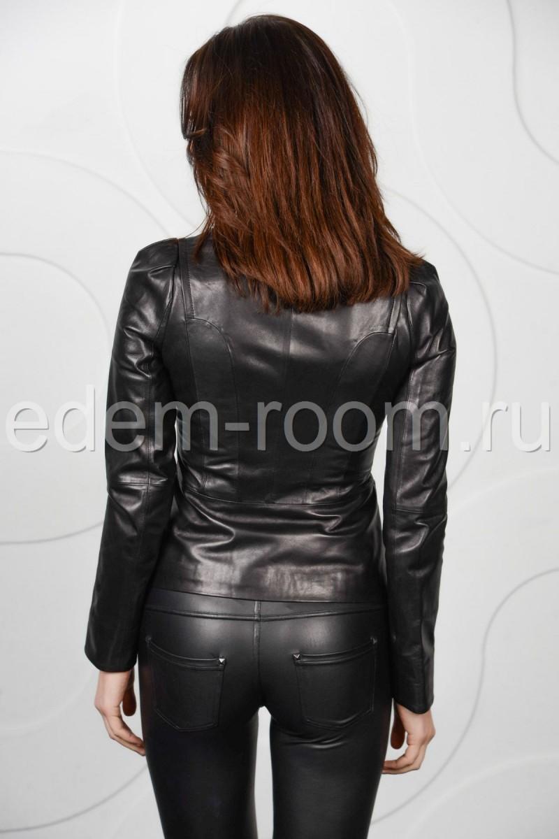 Чёрная кожаная куртка короткая