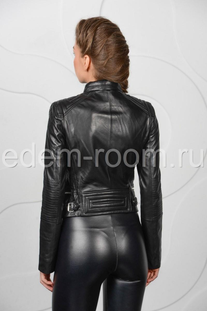 Модная короткая куртка на весну из натуральной кожи