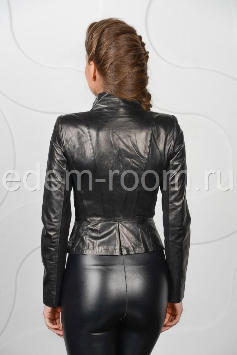 Стильная женская кожаная куртка весенняя