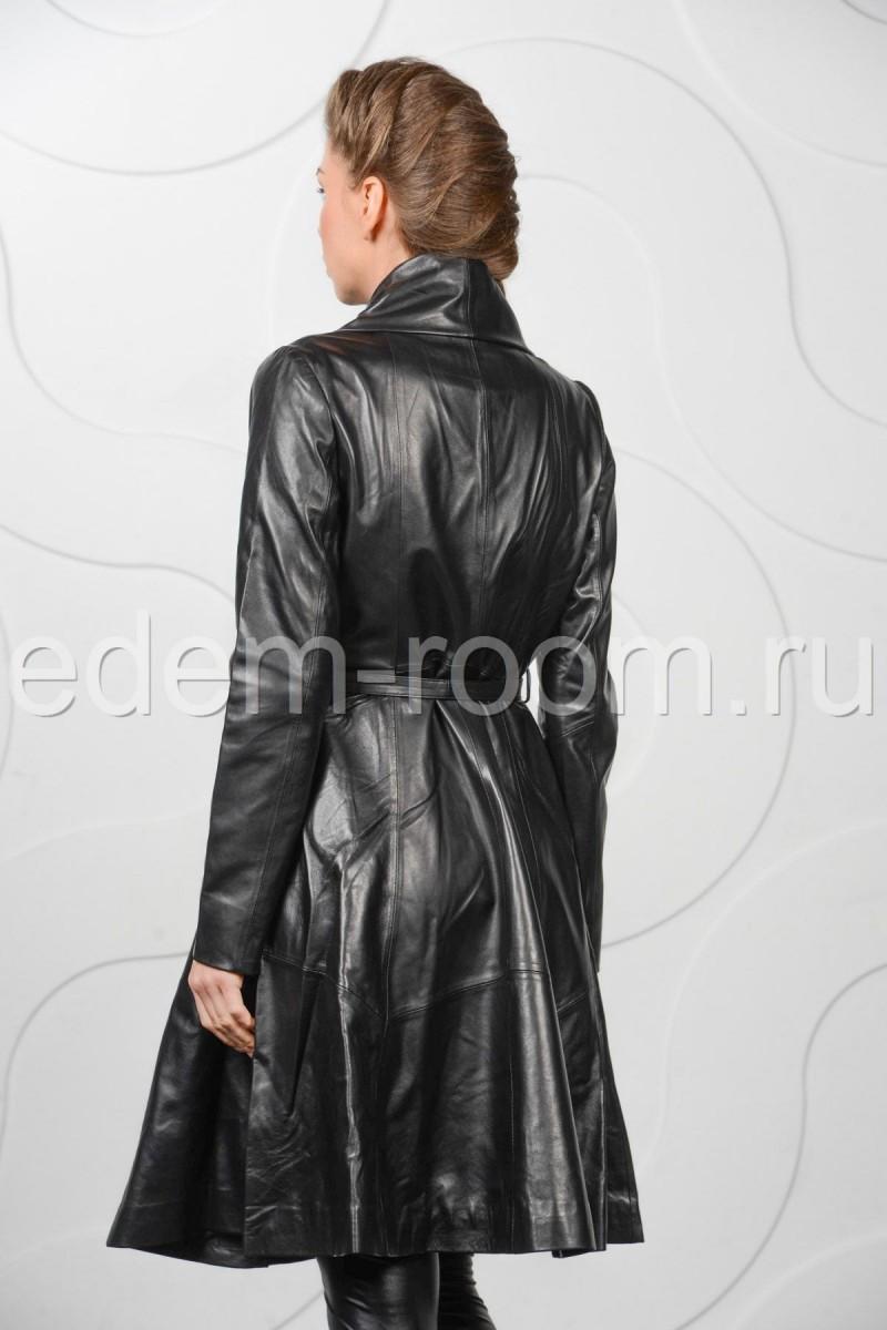 Длинный кожаный плащ на ремне для женщин