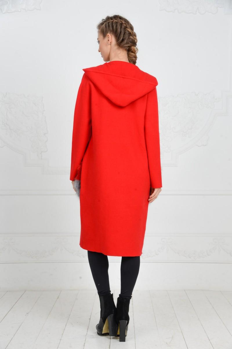 Красное пальто с меховыми карманами