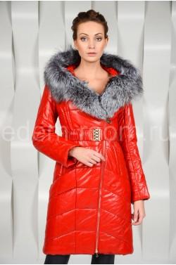 Пальто из эко-кожи с меховым капюшоном