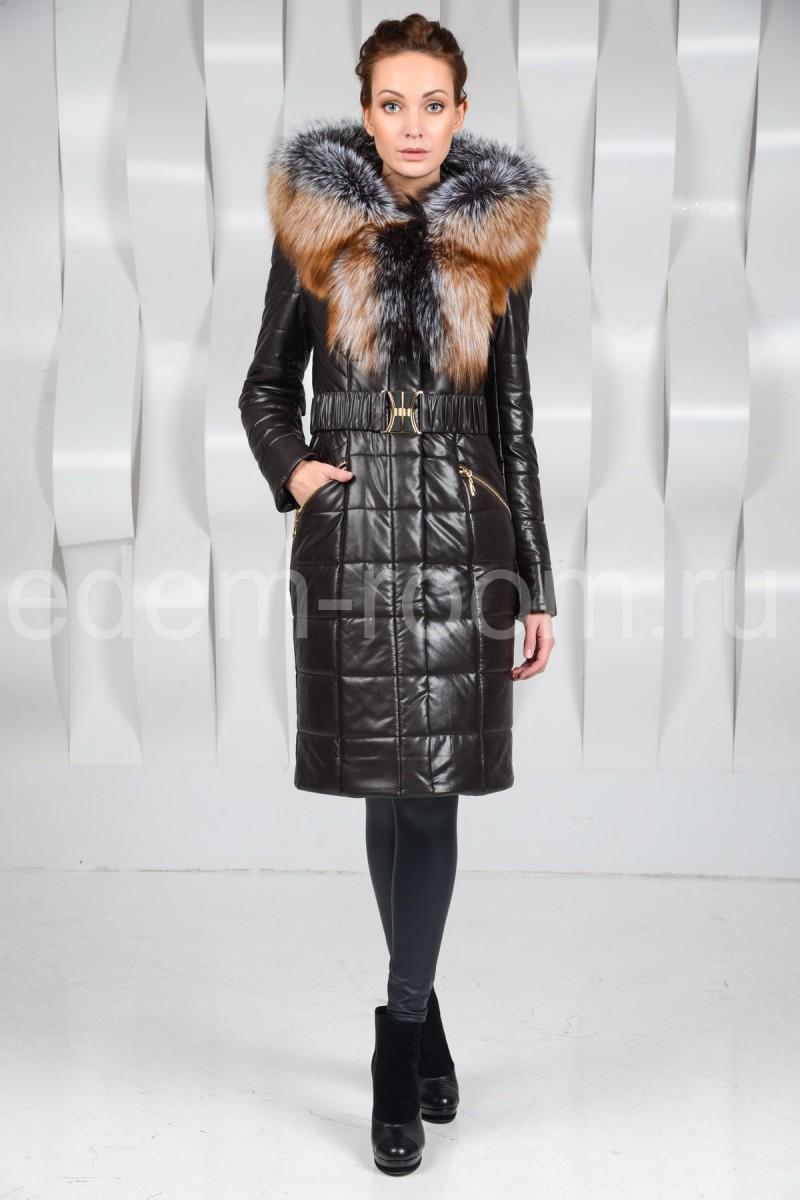 Пальто из экокожи с меховым капюшоном