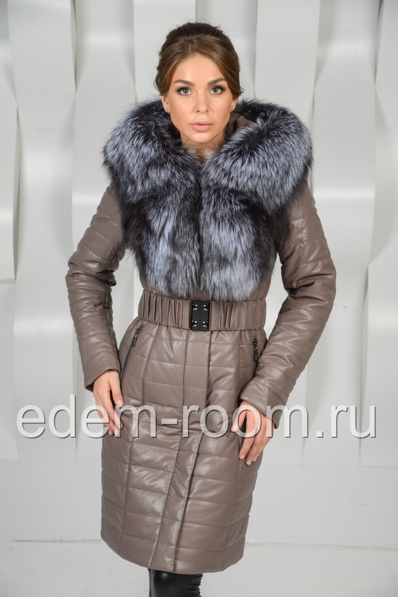 Серое пальто украшенное чернобуркой