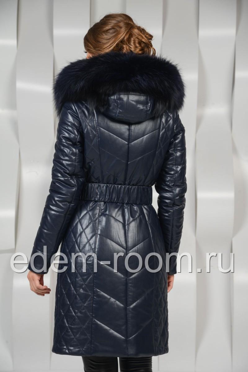 Зимнее пальто украшенное мехом песца