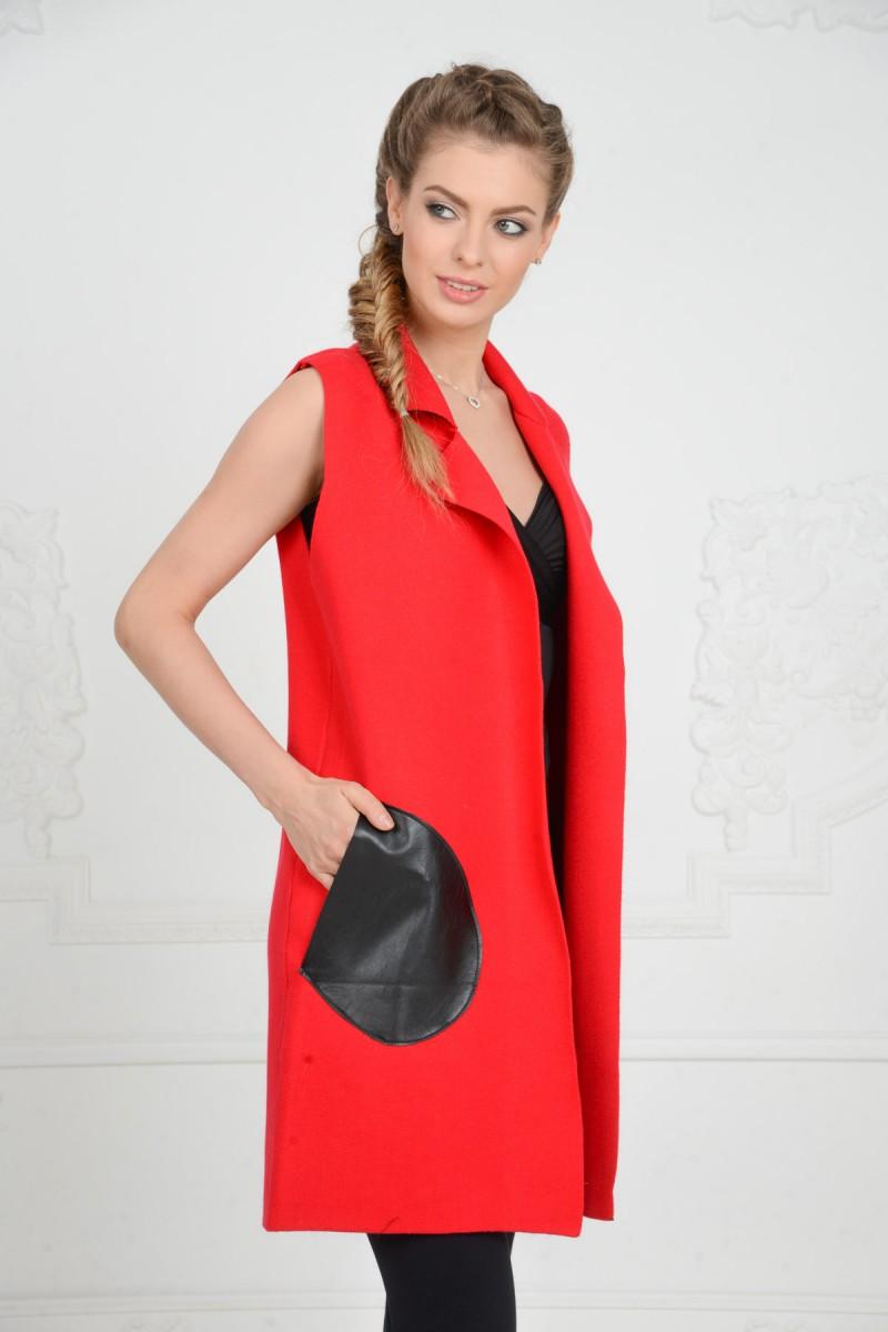 Красная жилетка