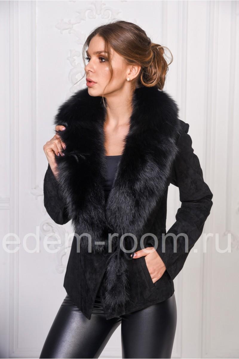 Замшевая куртка с меховым воротником