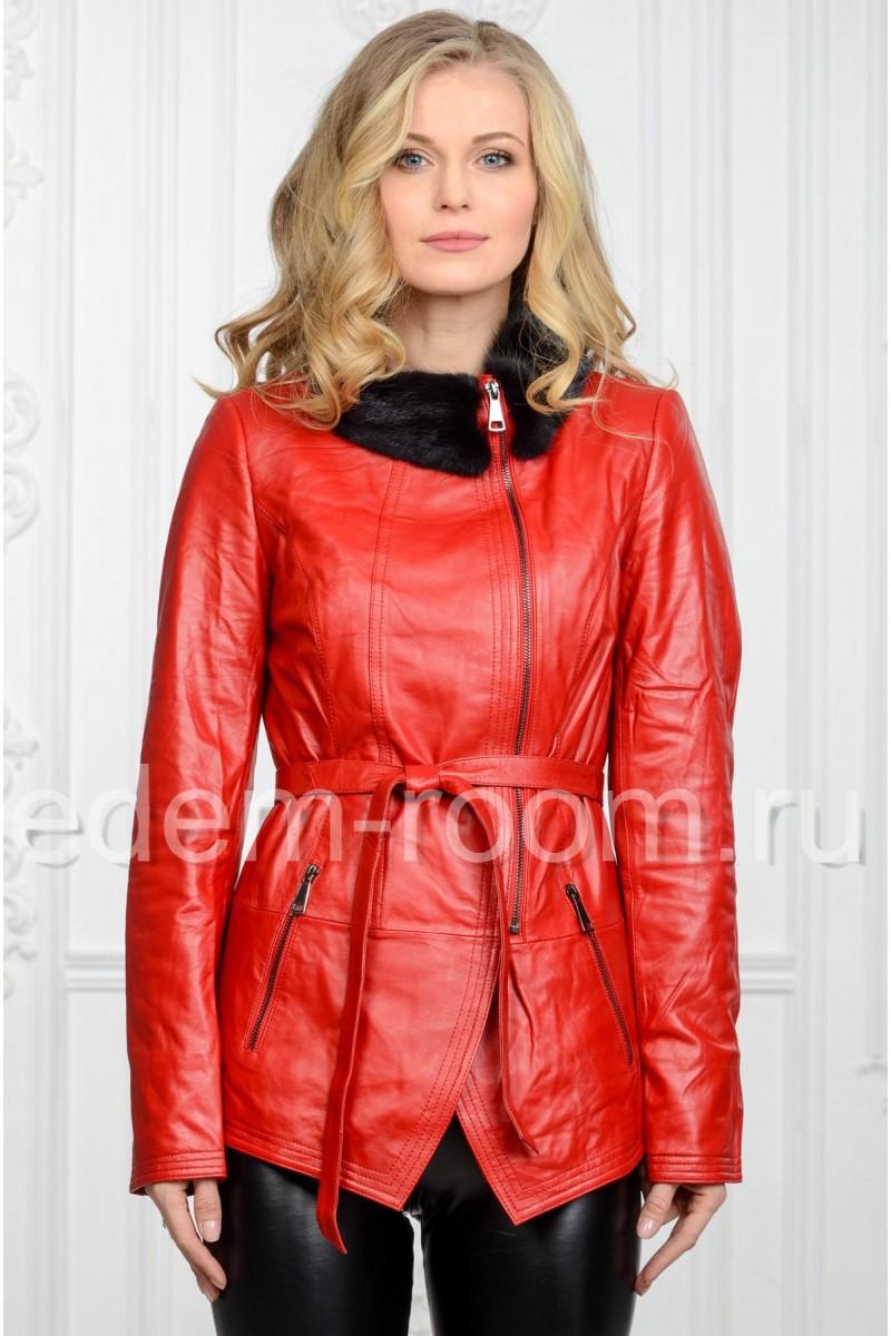 Красная кожаная куртка на межсезонье