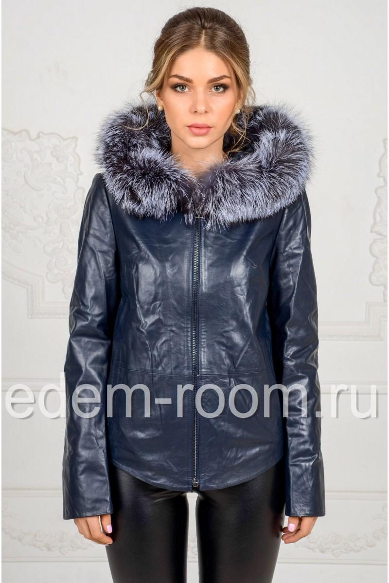 Синяя куртка из кожи с капюшоном