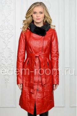 Красный кожаный плащ